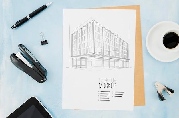 Maquete de arquitetura de café e stamper ao ar livre