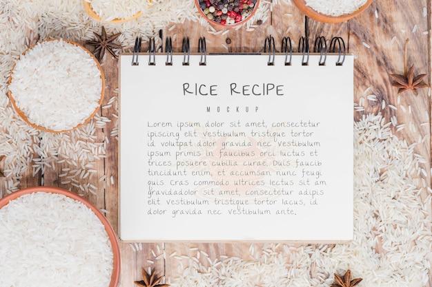 Maquete de bloco de notas de receita de arroz