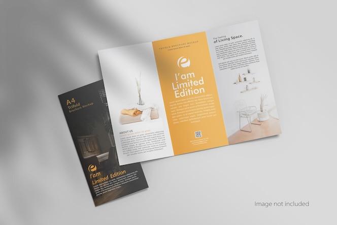 Maquete de brochura aberta com três dobras