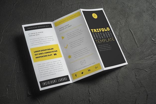 Maquete de brochura com três dobras abertas