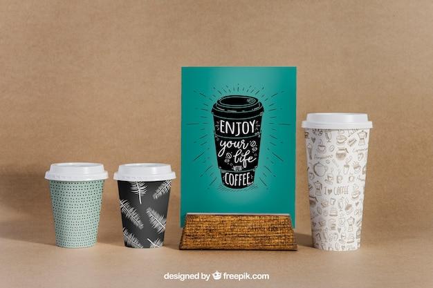 Maquete de café com três copos