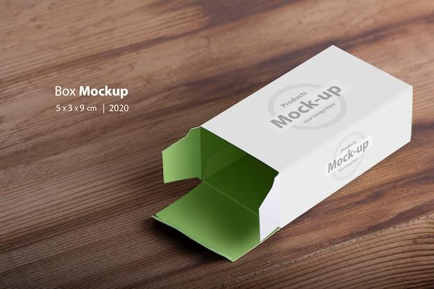 Maquete de caixa de comprimidos vazia aberta na mesa de madeira