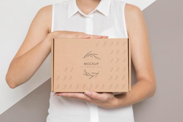 Maquete de caixa de papelão de contêiner ecologicamente correto