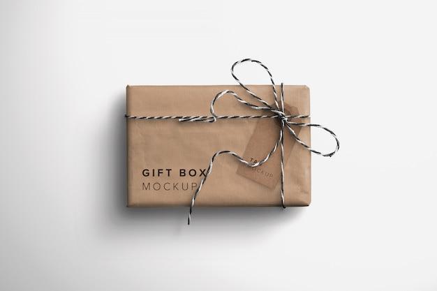 Maquete de caixa de presente e tag