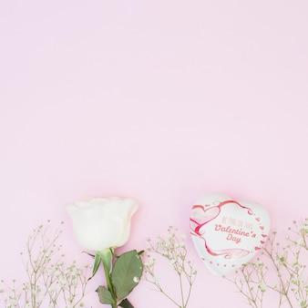 Maquete de caixa em forma de coração para dia dos namorados