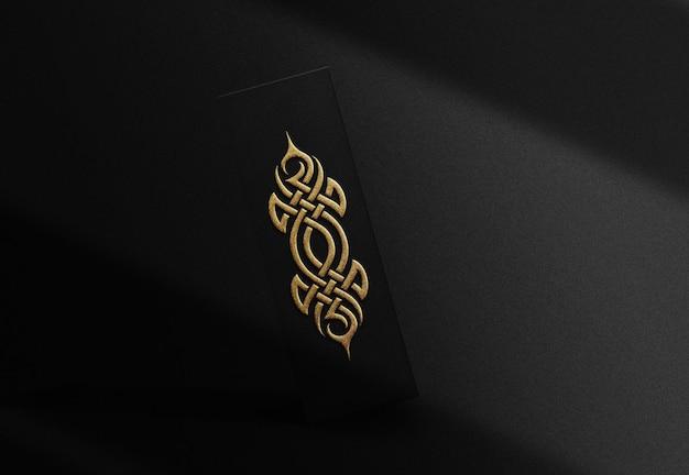 Maquete de caixa flutuante com relevo dourado luxuoso