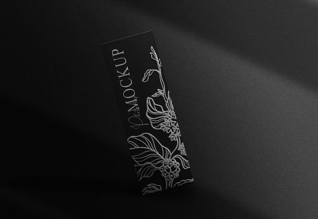 Maquete de caixa flutuante em relevo prateado de luxo