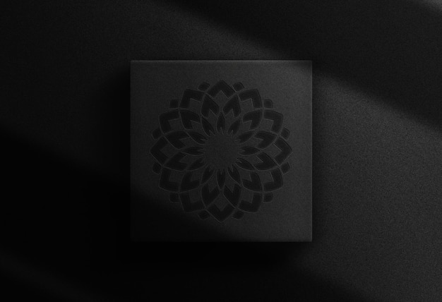 Maquete de caixa quadrada com logotipo em relevo de luxo