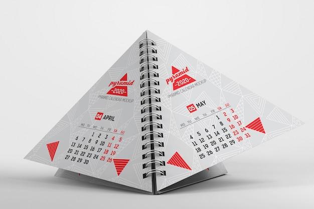 Maquete de calendário de mesa pirâmide