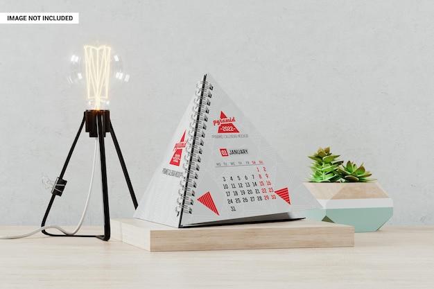 Maquete de calendário em pirâmide