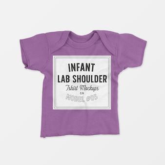 Maquete de camiseta infantil para o ombro colo 05