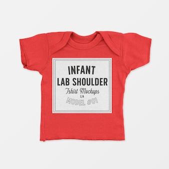Maquete de camiseta infantil para o ombro