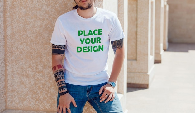 Maquete de camiseta masculina inteligente