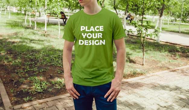 Maquete de camiseta verde green place