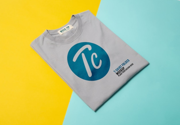 Maquete de camisetas dobradas cinza