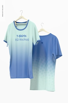 Maquete de camisetas penduradas, flutuante