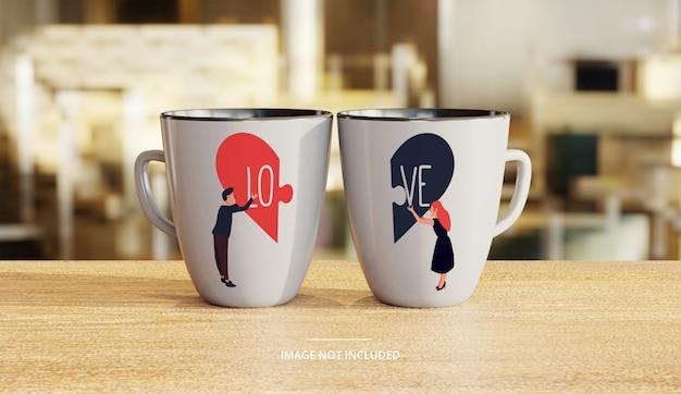Maquete de caneca de café branco cerâmica casal com fundo de salão