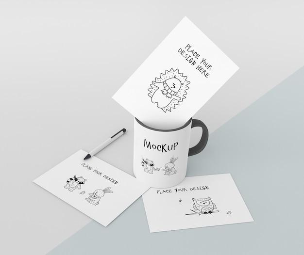 Maquete de caneca de cerâmica com design personalizado