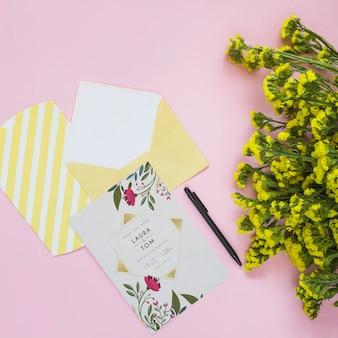 Maquete de cartão com decoração floral para casamento ou citação