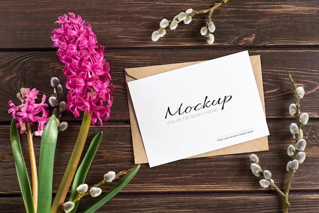 Maquete de cartão comemorativo com flores de jacinto e galhos de salgueiro
