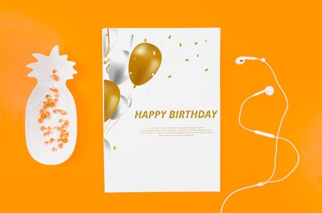 Maquete de cartão de aniversário plana leigos