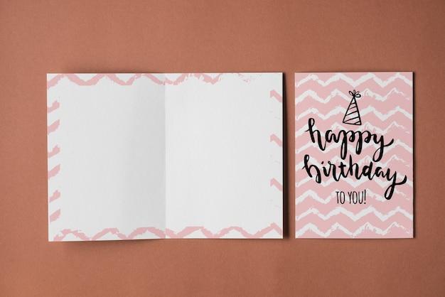Maquete de cartão de aniversário vazio