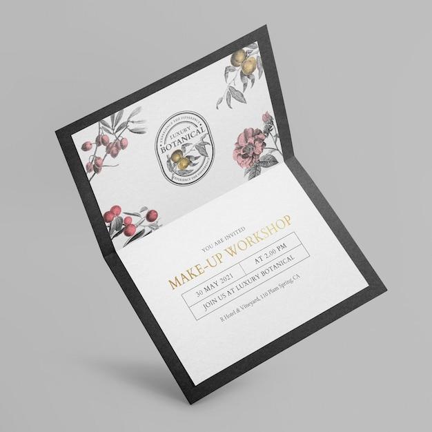 Maquete de cartão de convite floral em design preto elegante