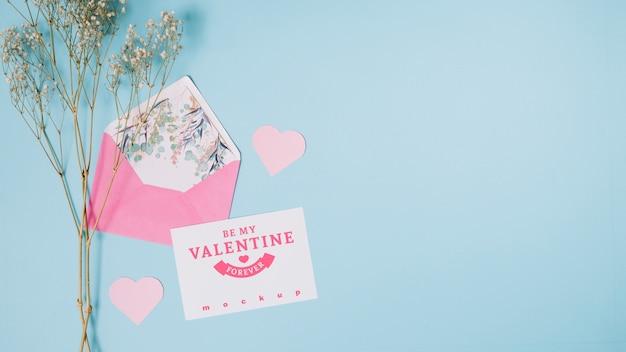 Maquete de cartão de dia dos namorados com composição decorativa