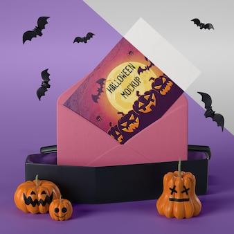 Maquete de cartão de halloween em envelope