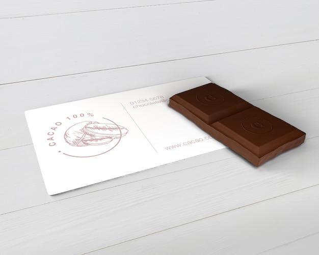 Maquete de cartão de informação de chocolate de papel