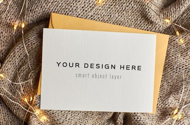 Maquete de cartão de natal com luzes de guirlanda
