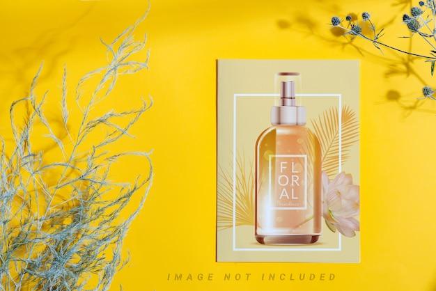 Maquete de cartão de papel decorativo com garrafas e plantas secas