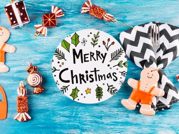 Maquete de cartão de papel redondo com elementos de natal