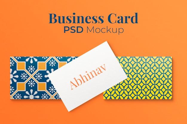 Maquete de cartão de visita abstrato psd em padrão colorido