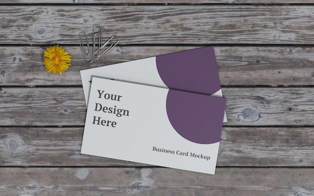 Maquete de cartão de visita com flor amarela e vista superior do clipe de papel