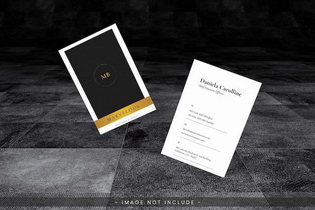 Maquete de cartão de visita com piso escuro grunge
