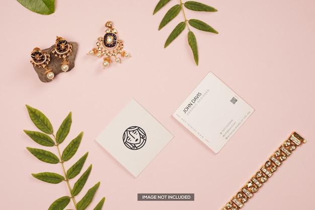 Maquete de cartão de visita com ramos de plantas