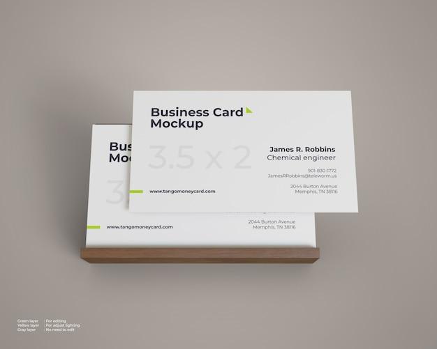 Maquete de cartão de visita com suporte de madeira