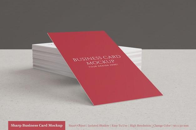 Maquete de cartão de visita corporativo moderno realista personalizável empilhado 90x50mm
