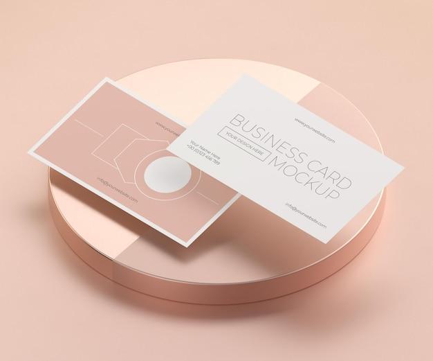 Maquete de cartão de visita de cobre levitando metálico