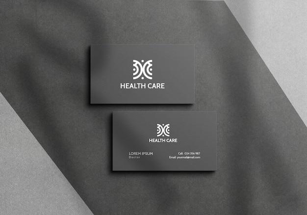 Maquete de cartão de visita de cor cinza com sobreposição de sombra
