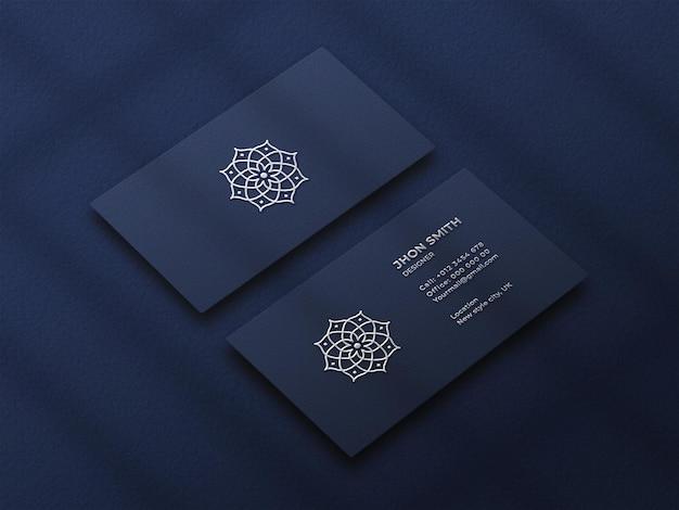 Maquete de cartão de visita de luxo com efeito de impressão tipográfica de logotipo prateado