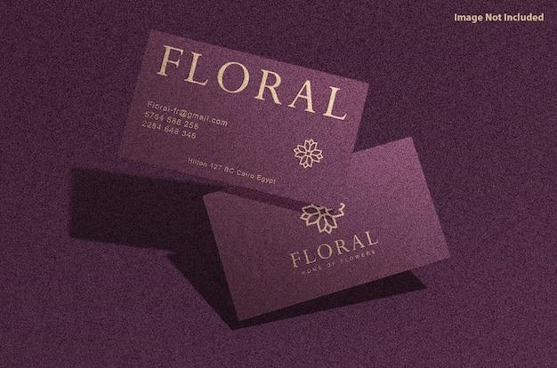 Maquete de cartão de visita de luxo com efeito em relevo