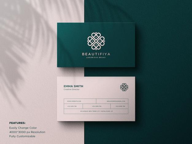 Maquete de cartão de visita de luxo com sobreposição de sombra de folha