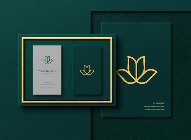 Maquete de cartão de visita de luxo dentro da caixa