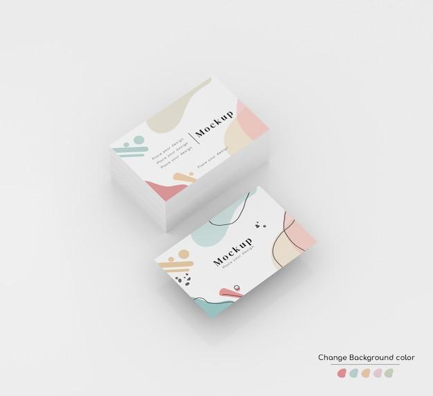Maquete de cartão de visita de negócios mínima isométrica em wad e levitando.