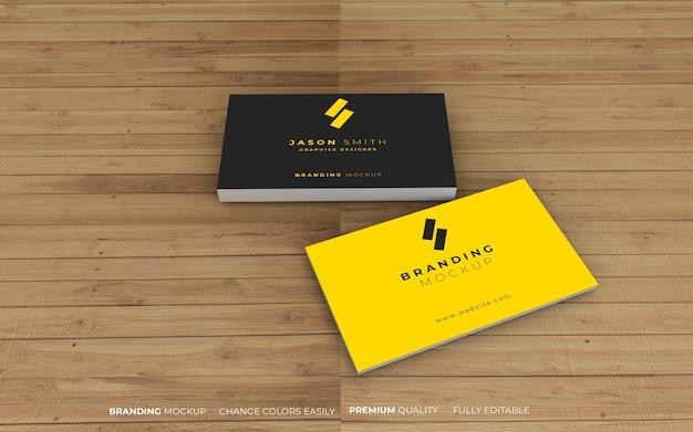 Maquete de cartão de visita elegante com fundo de madeira realista