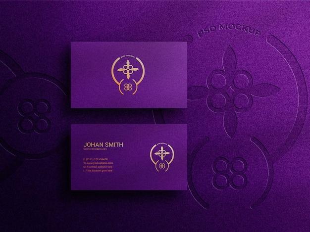 Maquete de cartão de visita elegante e luxuoso com logotipo em relevo
