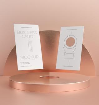 Maquete de cartão de visita em cobre metálico em levitação