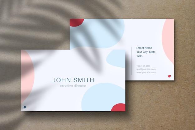 Maquete de cartão de visita em fundo de artesanato